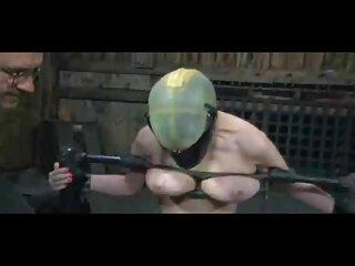 دختر دانلود عکسهای سکسی خارجی و هنگامی که پدر و مادرش در آنجا نیستند ، یک گاو جوان از حیاط را گاو برهنه در اتاق خود اغوا می کند