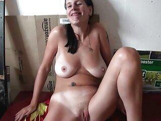مامان صبح مردان یواشکی دانلود کلیپ های سکسی خارجی را با همکلاسی های خود در رختخواب پیدا می کند و به آنها می آموزد که به درستی عاشق شوند