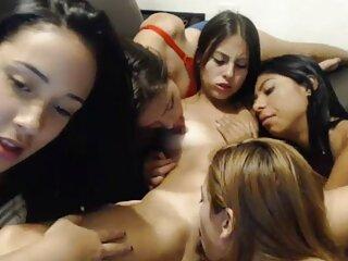 یک بور با دانلود فیلم سکسی داستانی خارجی جوراب قرمز سر زانو زد و صورت خروس را قبل از استفاده در دهانش امتحان کرد