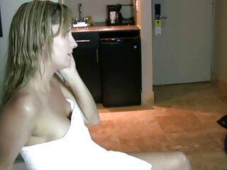 یک دختر افراطی با موضوعی با سینه های کوچک و بدون شورت ، یک چوب بیس بال را بیدمشک فیلم سکسی خارجی دانلود خود را در یک فروشگاه ورزشی امتحان می کند