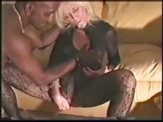 چاق ، گهگاه کرلا را در گلوی خود برهنه می کرد ، و دست خود را از کنار تخت می کشید فیلم سکسی سینمایی خارجی