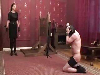 یک دختر جوان با بیدمشک موی قرمز و سینه های شگفت انگیز آلت تناسلی بزرگ همسایه را در دهان خود می گیرد دانلود فیلم سکسی خارجی خفن