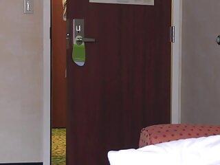 زنان ژاپنی بی خبر پس از دوش گرفتن برهنه در اطراف اتاق قدم می زنند و دوربین کوچکی دانلود فیلم خارجی سکس از سقف آویزان است