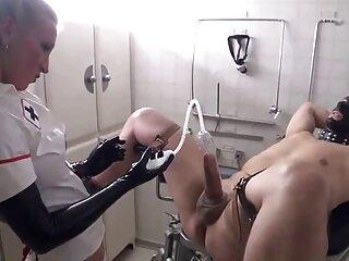 کولی جوانی آلت تناسلی خود را با مرد کچلی که 300 روبل رابطه جنسی می سکس خارجی دانلود پردازد جلا می دهد