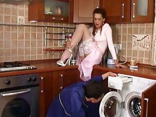 دو دختر تحت عنوان در حالی که روی یک خانه بزرگ می پرند سکس خارجی فول اچ دی ، یک مرد را فریب می دهند