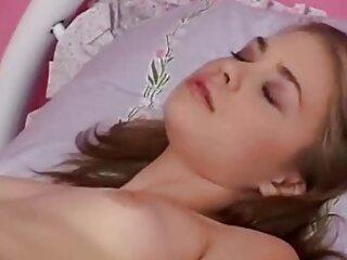 وقتی خواهر بزرگتر حرامزاده خود را پیچ می کند سکس خارجی فول اچ دی دختری از زیر در بیرون نگاه می کند
