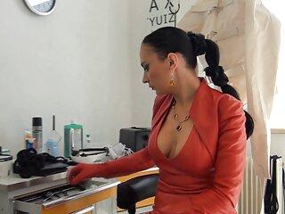 زن جوان با موهای بلوند روی سر و پرینه ، به معنای واقعی کلمه موهای خود را روی واژن و باسن دانلود عکس های سکسی خارجی خود تراشید