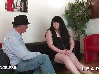 این دانشجوی مکزیکی به استاد اشاره می کند که لباس دانلود فیلمهای سکسی خارجی زیر را که برای جبران به او آمده است ، ندارد