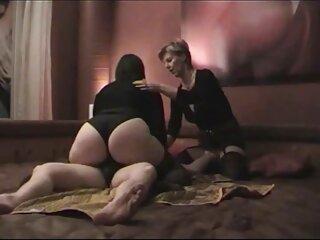 یک دانلود فیلم های سکسی خارجی دختر شیطان لاغر که در یک روز تعطیل روغن را برای خودارضایی کارگران کارخانه خواب دراز نگه می دارد